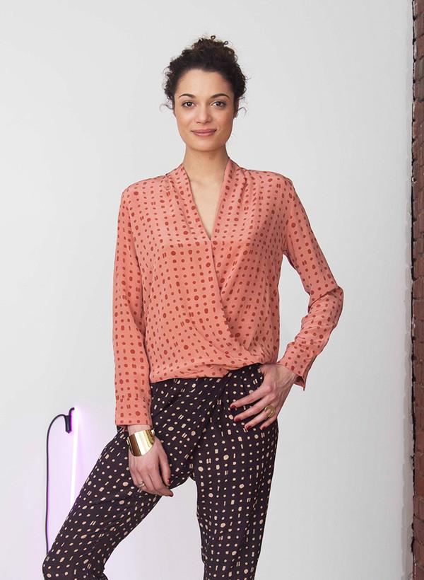 Seek Collective Priya crossover shirt | pink/red portals print