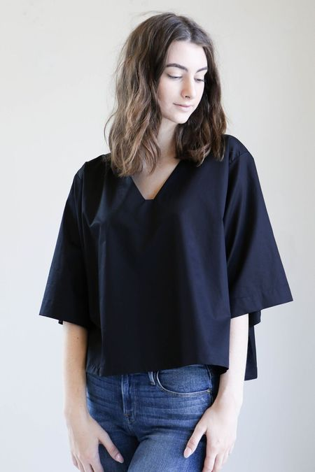 Sunja Link V Neck Top in Black Poplin