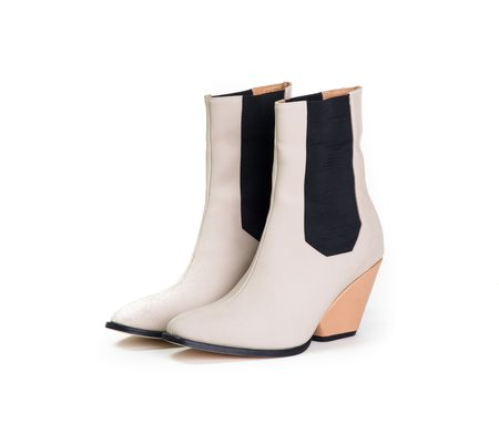 The Palatines Inergia Chelsea Boot with Sculpted Heel - Cream super matte / tan leather