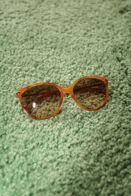 Kate Young For Tura Barbara Oval Framed Sunglasses in Amber