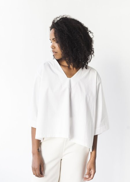 Sunja Link V-Neck Top in White