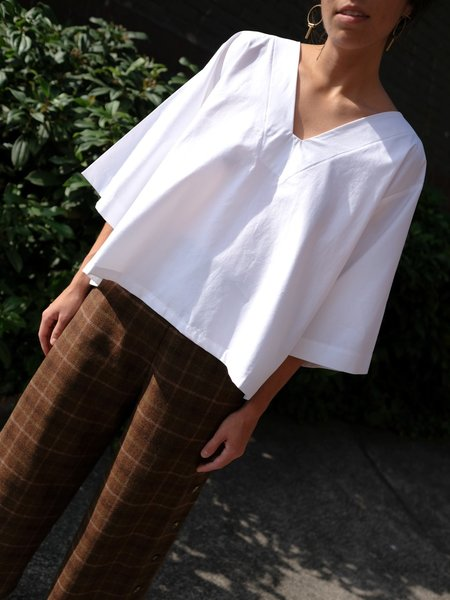 Sunja Link White V-neck Top
