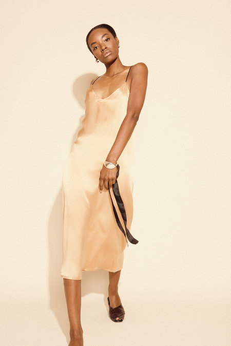 Kamperett Sade Silk Slip Dress - Peach