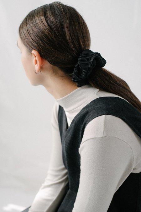 REIFhaus Scrunchie Hair Tie in Black Pleat