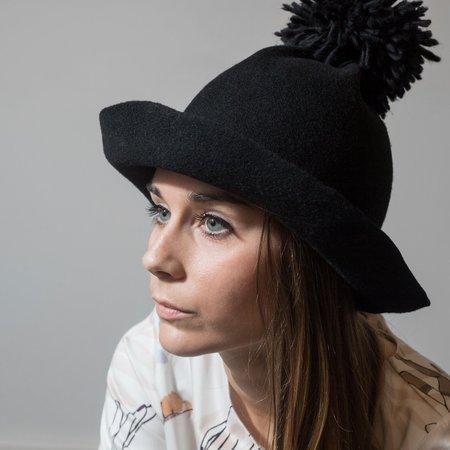 Claudia Schulz Jin Pom Pom Hat - Black