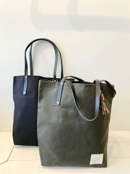 Scout & Catalogue San Miguel Canvas Tote in Black and Forest Green