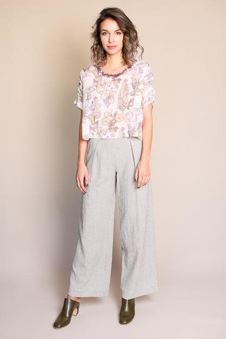 Raquel Allegra Cropped Floral Tee in White Thistle
